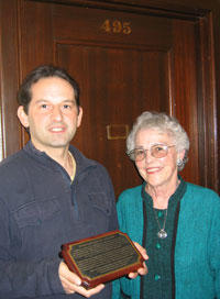 Jeanne Griffith (IH 1952-54) dedicates a plaque in honor of her and her late husband Ladd Griffith (IH 1952-55).